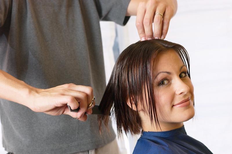Можно ли подстричь кончики волос при беременности