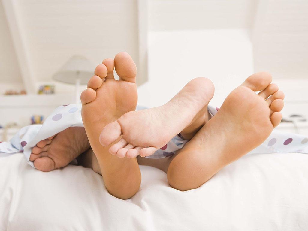 После зачатия лежать 30 минут. Какую позу выбрать и как долго лежать после зачатия