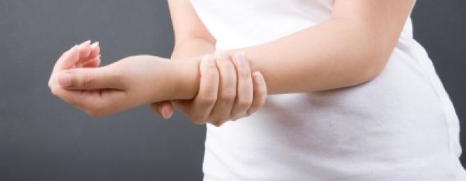 при сжатии пальцев суставы болят при беременности