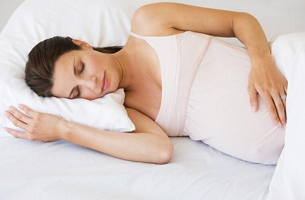 Изображение - Почему у беременных болят суставы пальцев рук terhes_no_alszik-610x400