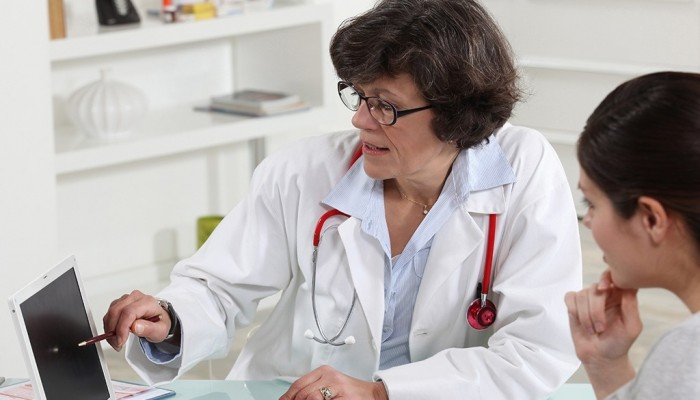 1274734_Woman_GP_with_woman_patient