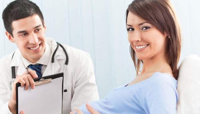 In-der-Schwangerschaft-die-richtige-Arztwahl-95053619