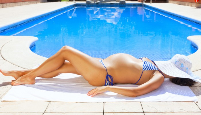 pregnant-woman-tanning
