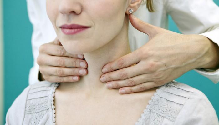 thyroid-palpation-woman-1